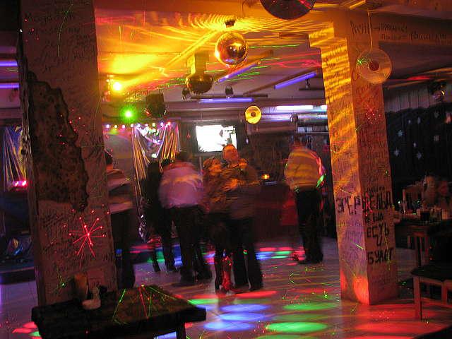 Диско-клуб 80-х Винил - ФОТО - КЛУБЫ ВЛАДИВОСТОКА ...: http://vladivostok.fm/photo/disko_klub_80_kh_vinil/48